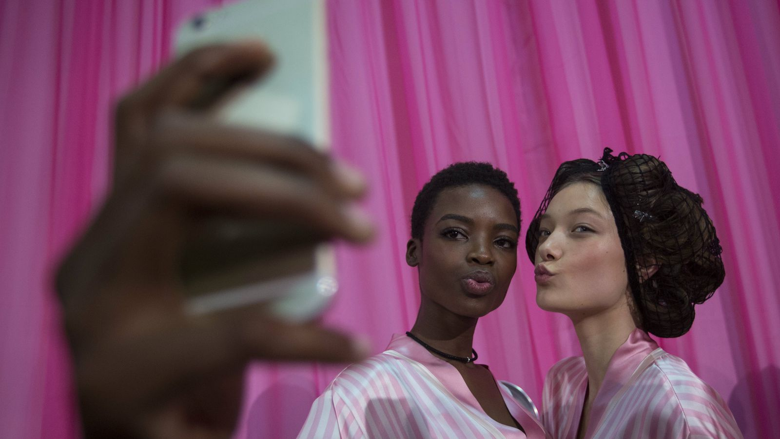 models-taking-a-selfie